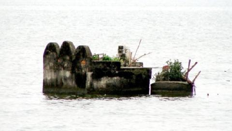 Giải mã bí ẩn nghĩa địa cổ dưới đáy Hồ Tây
