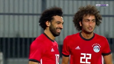Salah ghi bàn ngoạn mục từ chấm phạt góc