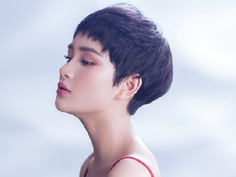 Hiền Hồ cướp nước mắt khán giả với MV sầu muộn ''Đừng Nói Tôi Điên''