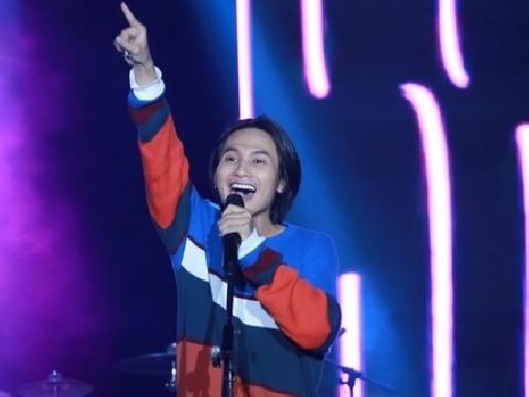 Phát sốt nghe bản live đầu tiên của 'HongKong 1' trên sân khấu Hà Nội