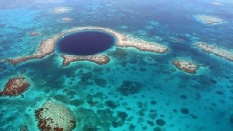 Bí mật về hố xanh sâu thẳm giữa lòng đại dương