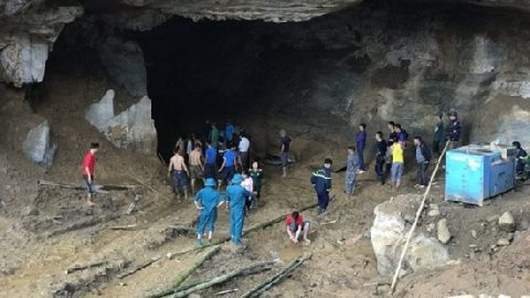 Xác định vị trí 2 nạn nhân mắc kẹt trong hang Vàng ở Hòa Bình
