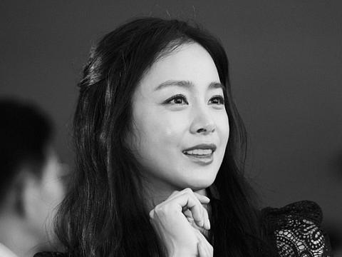 Kim Tae Hee lộ clip đẹp như ''thánh nữ'' tại Hà Nội
