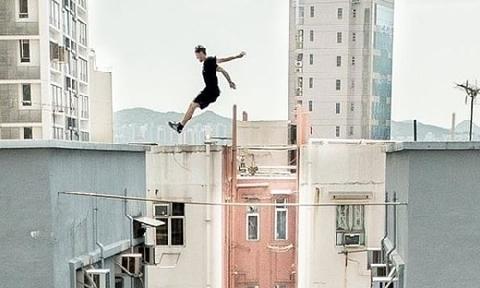 6 người Anh mạo hiểm nhảy giữa các tòa nhà Ấn Độ