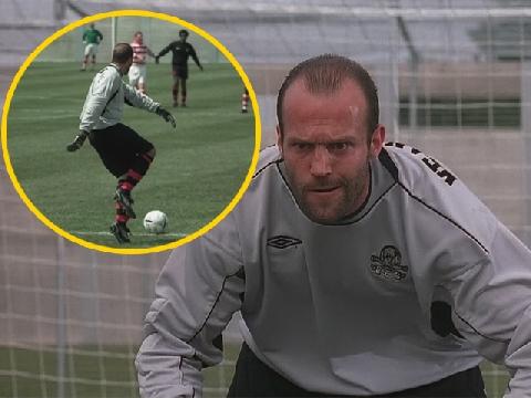 Jason Statham làm thủ môn 'ngáo đá' trên sân cỏ