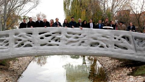 Cầu đi bộ xây bằng công nghệ in 3D ở Thượng Hải