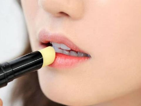 9 công dụng làm đẹp cực ngầu của son dưỡng môi