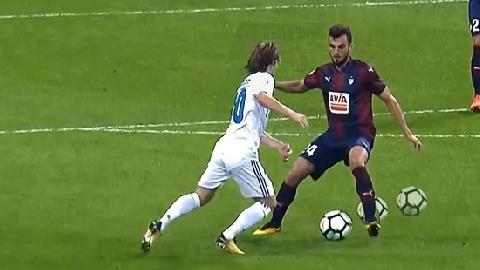 Kỹ năng chuyền bóng thiên tài của Luka Modric (P2)
