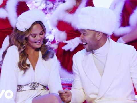 John Legend rủ vợ siêu mẫu gợi cảm hát nhạc Noel nghe là muốn nhảy