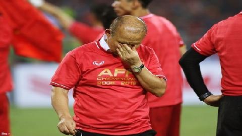 Khoảnh khắc xúc động của HLV Park Hang-seo sau khi kết thúc trận chung kết AFF Cup 2018