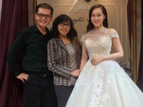 'Soi' nhan sắc vợ sắp cưới kém 19 tuổi của NSND Trung Hiếu