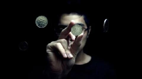 Làm thế nào để một đồng xu xuyên qua được miếng bít cao su dẻo dai