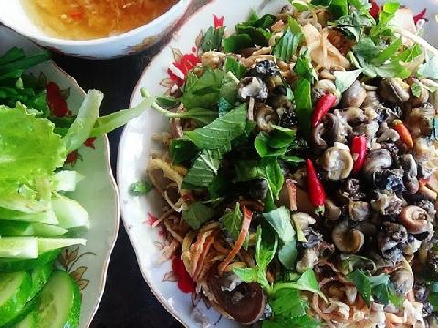 Gỏi ốc đắng trộn bắp chuối - giảm ngán với đặc sản Tết miền Tây