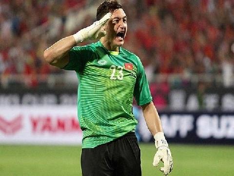 Đặng Văn Lâm tái hiện pha ăn mừng gây sốt ở AFF Cup 2018