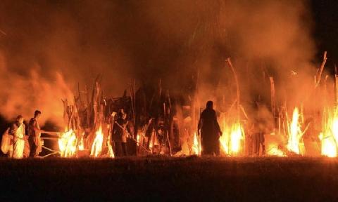 Đi nhậu về không thấy vợ, chồng châm lửa đốt nhà
