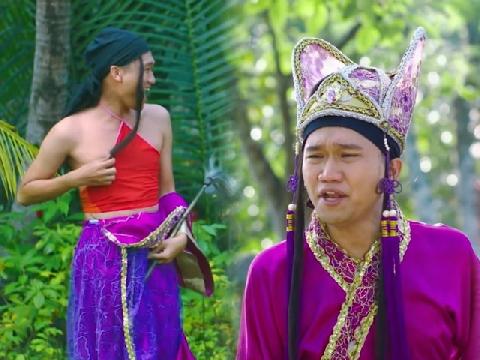 'Mr. Cần Trô' hóa công công mặc yếm điệu đà trong phim Tết