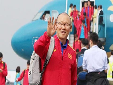 Toàn cảnh ĐT Việt Nam đáp chuyến bay trở về Việt Nam từ Asian Cup 2019