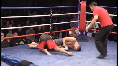 Tuyệt kỹ knock-out bay người, kẹp cổ, bẻ tay khó tin trên sàn MMA