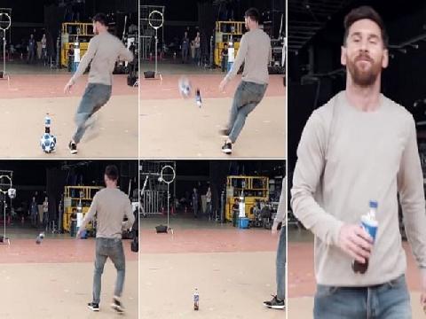 """Messi biểu diễn """"ma thuật"""" sút bóng không thể tin nổi"""