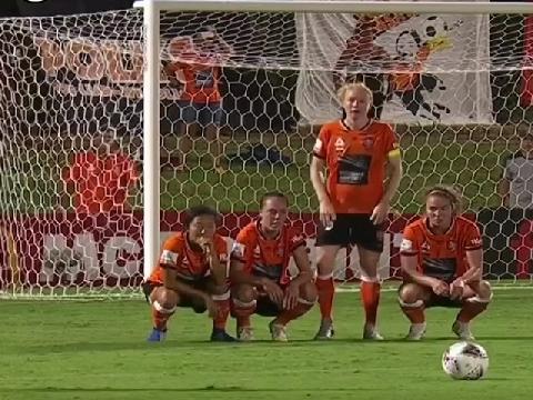 Pha xếp hàng rào khiến cầu thủ đối phương bối rối