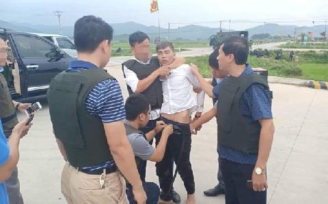 Hà Tĩnh: cả 3 đối tượng ôm súng cổ thủ đã bị khống chế