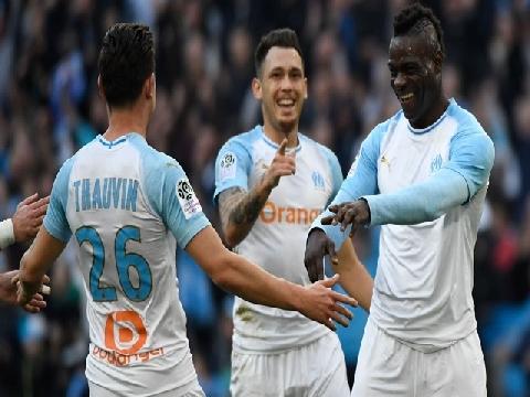 Balotelli lại ghi bàn sau đó ăn mừng cực dị!