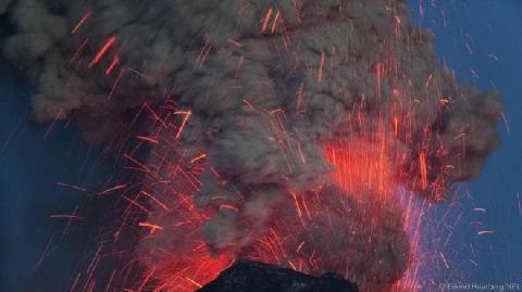Cơ thể bị tàn phá ra sao nếu bạn rơi vào núi lửa?