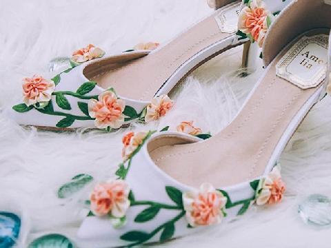 Năm 2019 các cô dâu sẽ chọn giày gì để đi?
