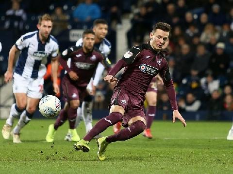 Pha đá penalty 'tệ hại nhất lịch sử'!