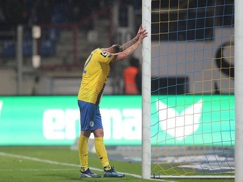 Tình huống bỏ lỡ bàn thắng cười ra nước mắt của CLB hạng 2 Đức