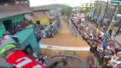 Kỷ lục thế giới về lao dốc gồ ghề bằng xe đạp