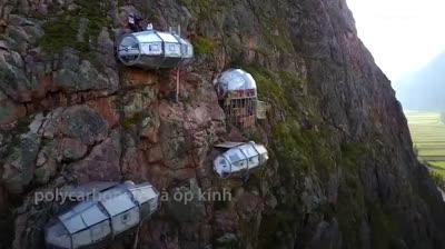 Khách sạn treo trên vách núi 400m tại Peru