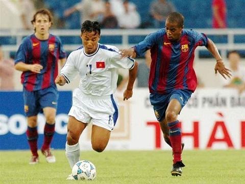 Đội tuyển Việt Nam đã từng cho Barcelona 'ngậm hành' như thế nào?
