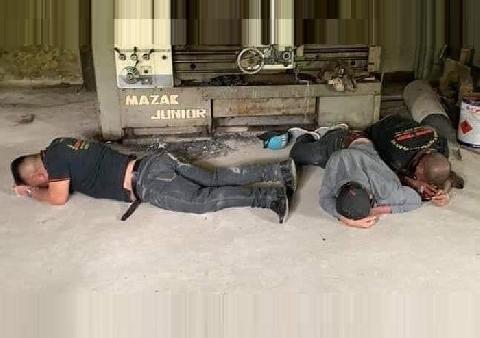 3 người đòi nợ thuê bị ''con nợ'' đánh tơi tả, phải quỳ lạy xin tha