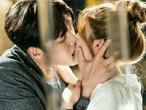 Bạn còn nhớ hương vị của nụ hôn đầu không?