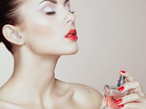 Những tips cực hay khi xịt nước hoa