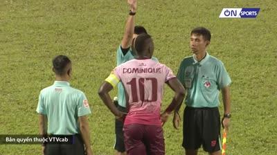 Cận cảnh thẻ đỏ hy hữu của cầu thủ CLB Sài Gòn