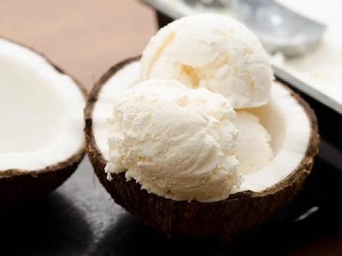 Giải nhiệt ngày hè với kem dừa thanh mát