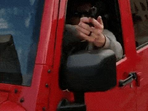 Xin vượt không được, tài xế ''hổ báo'' rút ngay súng giải quyết