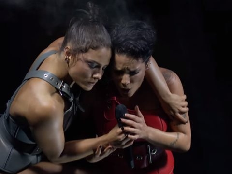 Halsey ''hành hạ'' người tình đồng tính trên sân khấu Billboard Music Awards