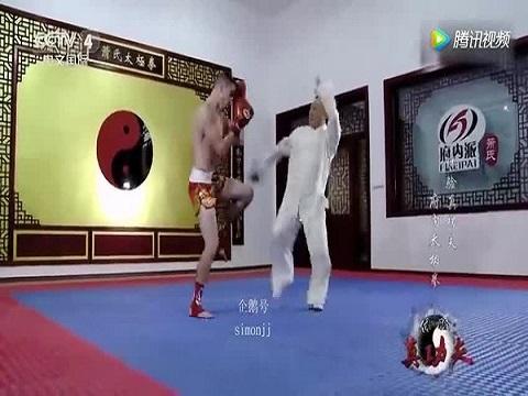Võ sư Võ Đang bị mỉa mai sau trận đấu như' tấu hài' với võ sĩ Muay Thái