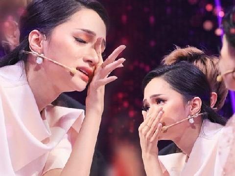 Hương Giang khóc nghẹn trước màn 'come out' của cực phẩm 'Người ấy là ai'