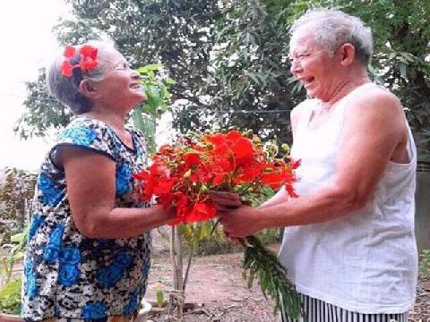 Mình hãy yêu nhau như thế này đến già anh nhé!