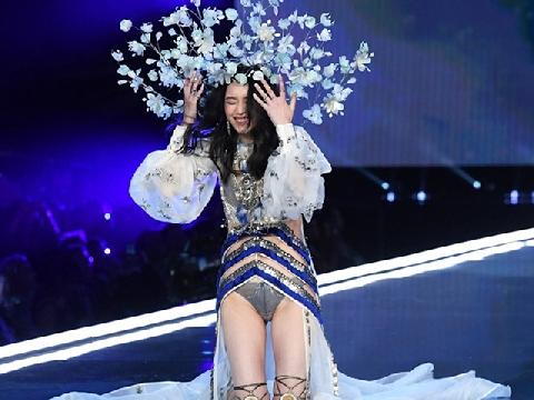 Con dâu tương lai vua sòng bạc Macau hút mắt với màn trình diễn nội y