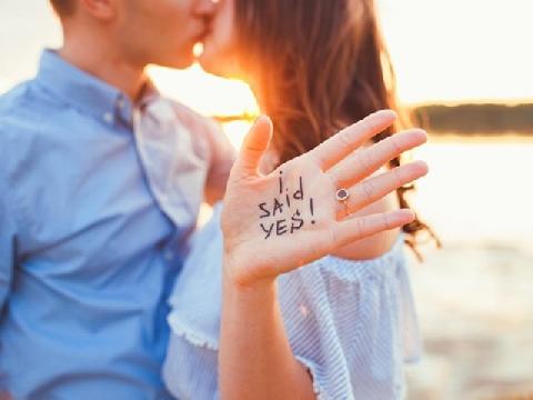 Những màn cầu hôn kỳ cục nhất thế giới
