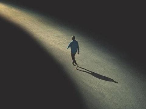Vì sao chúng ta luôn cảm thấy mình cô đơn