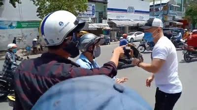 Diễn viên Lê Dương Bảo Lâm bị đánh khi đi phát cơm từ thiện
