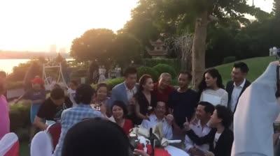 HOT: Xúc động clip hậu trường 'đại gia đình' Về Nhà Đi Con thắm thiết hát với nhau