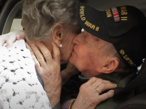 Đôi tình nhân từ thời thế chiến trùng phùng sau 75 năm bặt vô âm tín