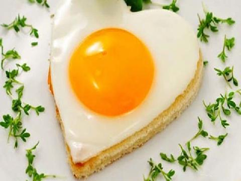 Rán trứng hình trái tim và ngôi sao siêu hot